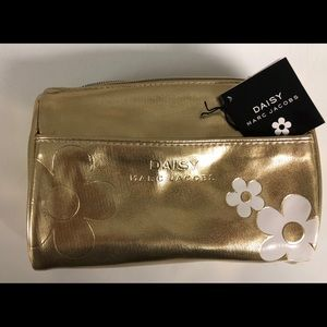 Gold pouchette with 3ml rollerball perfume